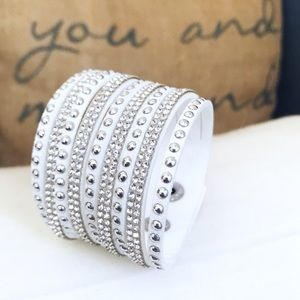 🎀 NEW • White Crystal Vegan Leather Bracelet •
